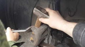 Замена передних тормозных колодок Киа Соренто