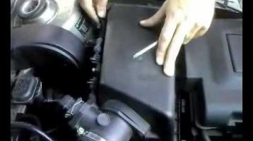 Как на Шкода Октавия 1,8 поменять воздушный фильтр