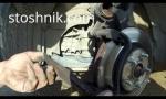 Замена передних тормозных колодок Тойота Камри