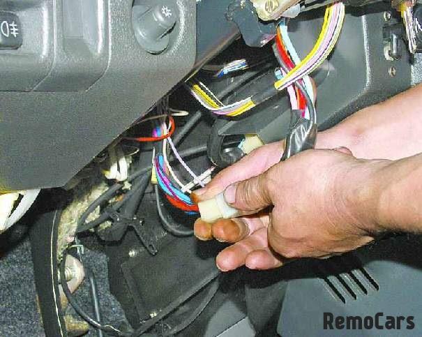 с проводами выключателя